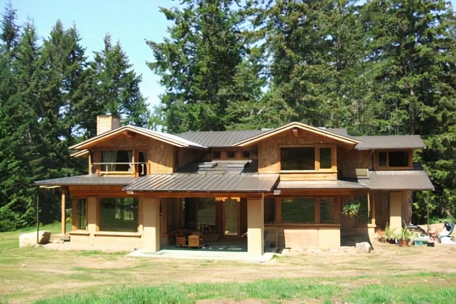Rammed-Earth House